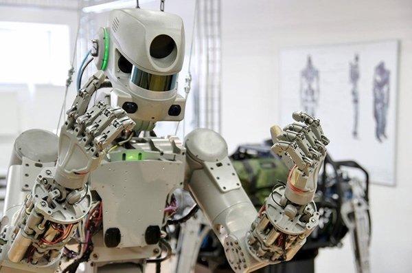 Робот «Фёдор» пожаловался в Twitter на космонавта