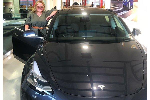 ВАвстралии хозяйка Tesla издевалась над угонщиками с помощью смартфона