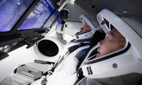 «Батут работает». Первый корабль SpaceX успешно пристыковался кМКС