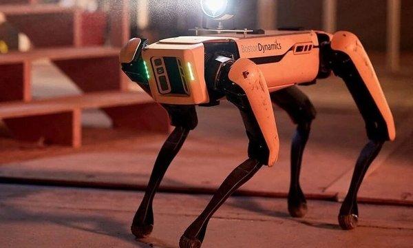 Роботы изBoston Dynamic поздравили всех сНовым Годом