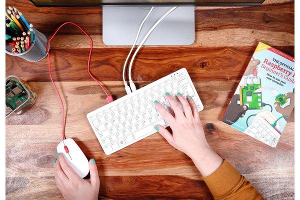 Raspberry представила полноценный настольный компьютер внутри клавиатуры