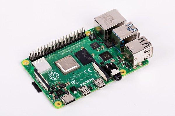 Raspberry Pi выпутила мощный миникомпьютер всего за 2200 рублей