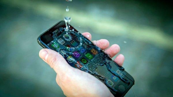 Как удалить воду из динамика смартфона?
