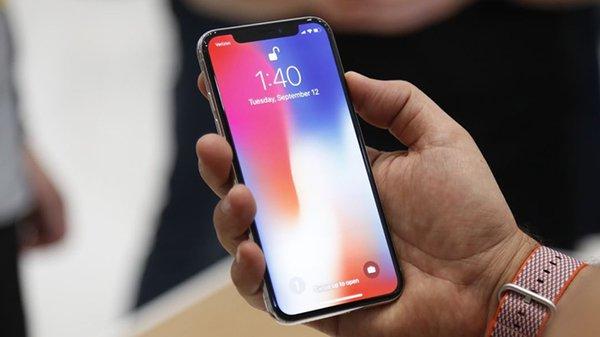 Apple случайно показала баг в рекламе iPhone X