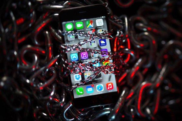 iPhone оказались уязвимы к атакам через заражённые сайты