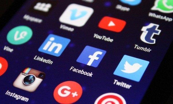 Роскомнадзор составит реестр соцсетей в России